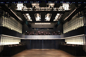 茅野市民館は、クオリティー高いデザインの建物です